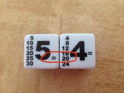 Les dés qui multiplient : pour jouer avec les tables !