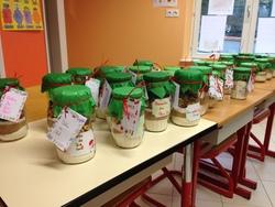 Marché de Noël : les pots SOS cookies   Charivari à l'école
